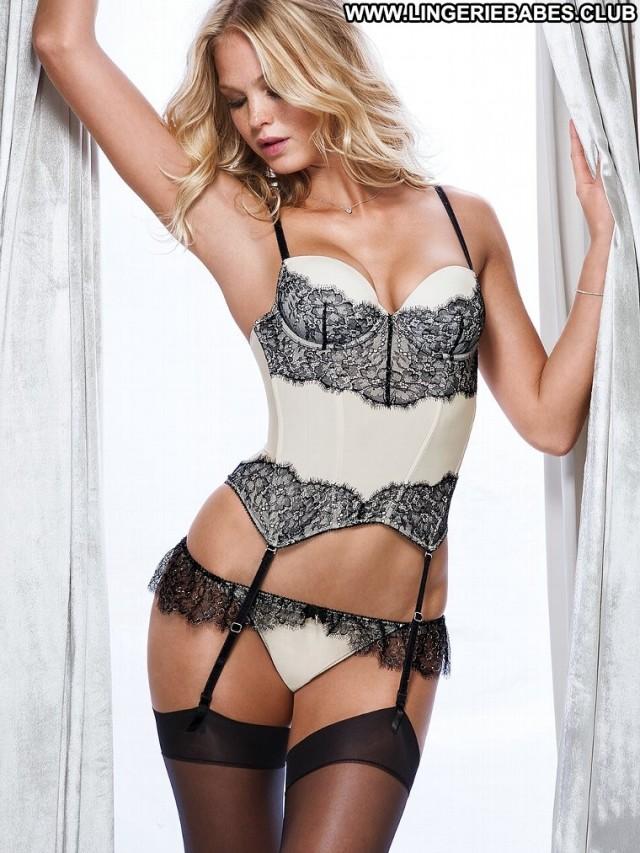 Yolande Photoshoot Blonde Nice Fitness Slim Posing Hot Athletic