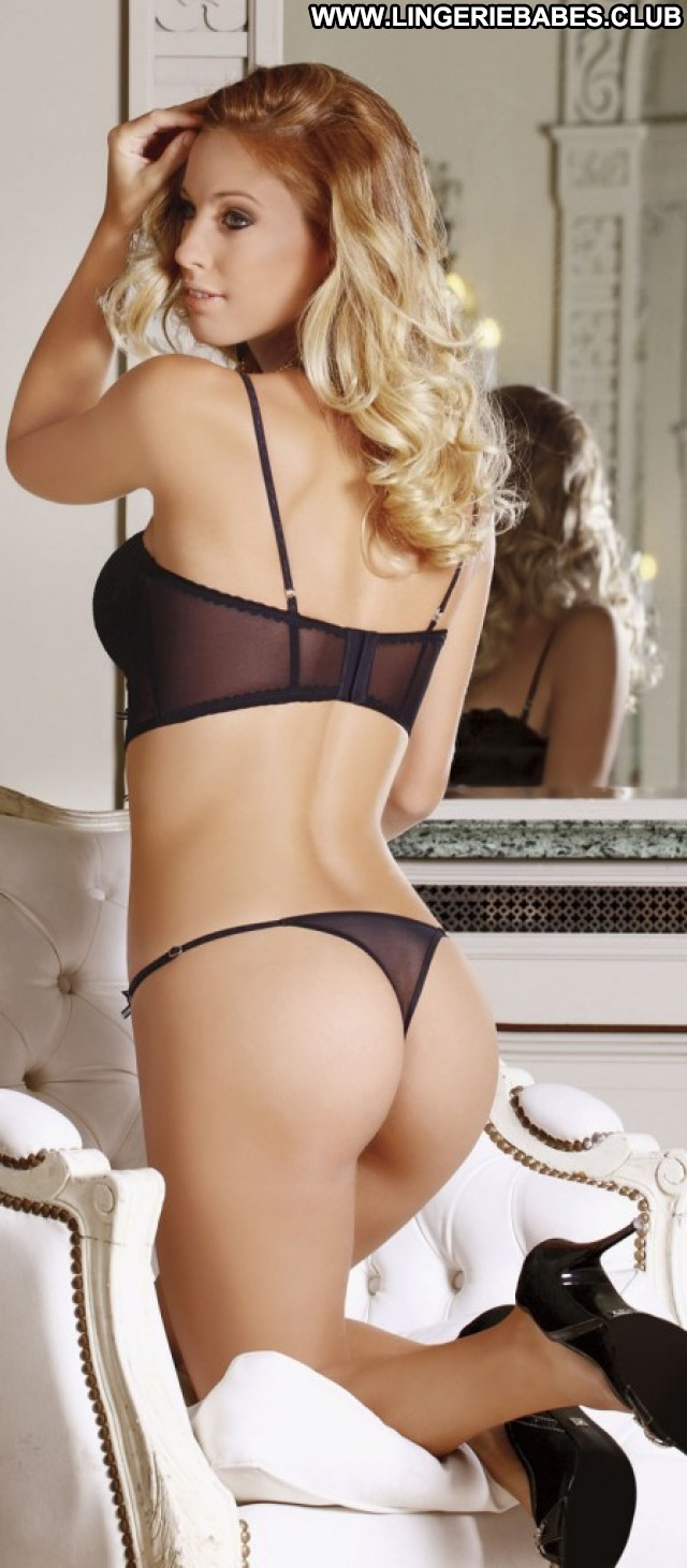 Laila Photoshoot Posing Hot Lingerie Fitness Doll Blonde Sexy Glamour