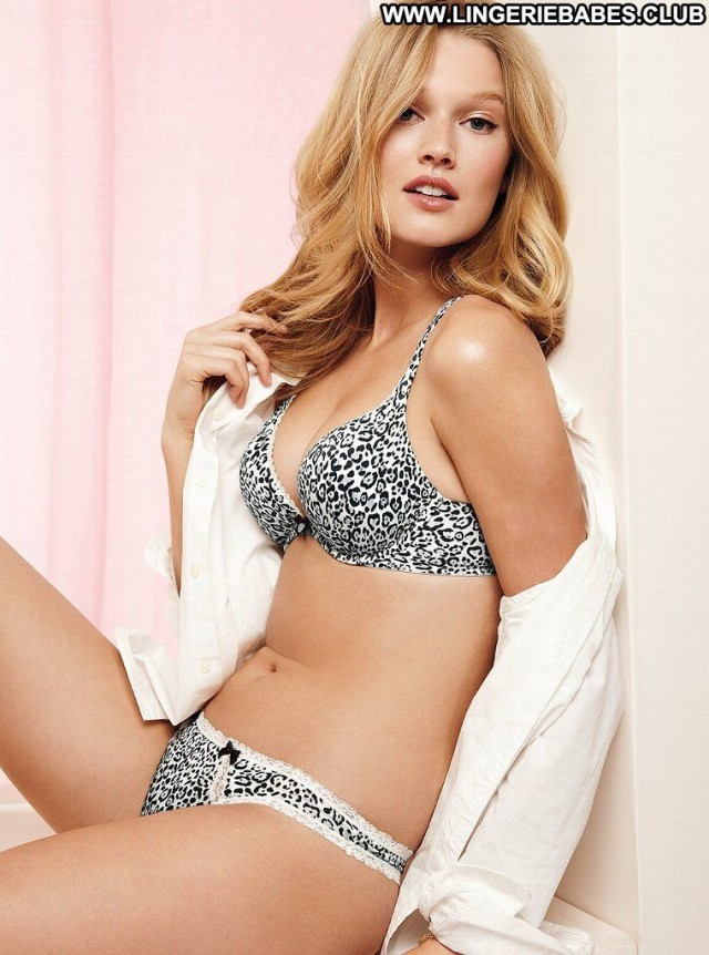 Nya Photoshoot Lingerie Sultry Doll Healthy Blonde Slim Athletic
